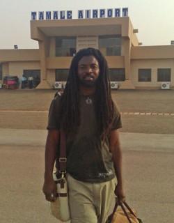 Rocky Dawuni Tamalen lentokentällä.