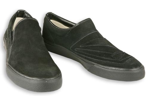 Tällaiset kengät ovat kadoksissa. Tavattaessa ottakaa yhteys poliisiin.