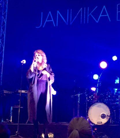 Jannika B hurmaa upealla äänenkäytöllään ja sydämmellisyydellään.